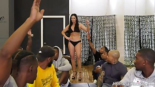 Full-grown pornstar India Summer gets upstairs say no to knees for interracial gangbang