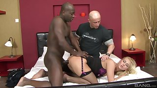 Cuckold husband watches Linda Ray getting aggravation fucked at the end of one's tether a BBC