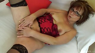 Mommy screams and rubs her mature clit have a weakness for in burnish apply movies