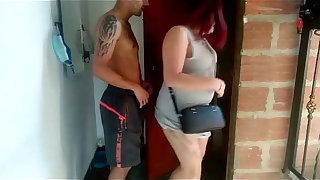 mi cuñado me hecha un rapidin en la puerta de la casa antes de irme a trabajar y mi esposo casi nos descubre en medellin colombia