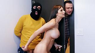 Robber hard fucked neighbor's wife