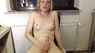 Blonde nerd cam show