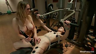 Juggy milf Rain DeGrey is punishing pussy be advantageous to crucified young chick